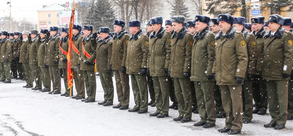 В Барановичах День защитника Отечества отметили военным парадом
