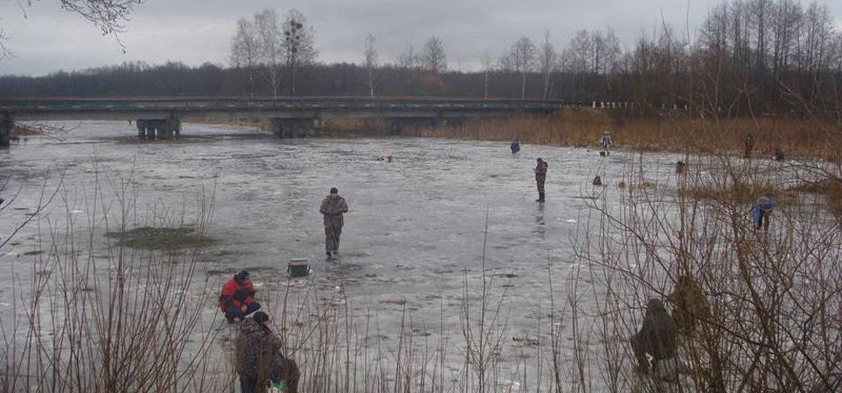 Ляховичские спасатели рассказали рыбакам о правильном поведении на льду