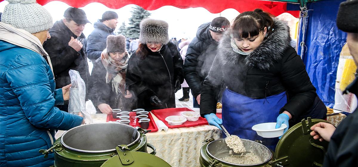 Бесплатная еда, проверка зрения, мастер-класс по нанесению жидких обоев. Как завлекали жителей Барановичей на выборы