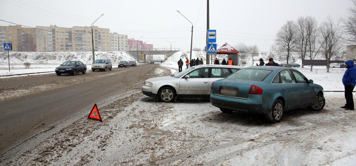 Фотофакт. В Барановичах на улице Слонимское шоссе столкнулись два автомобиля Audi