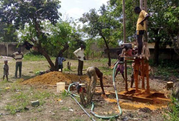 2 благотворительные организации из Лагоса доставили питьевую воду в Joga Aiyetoro