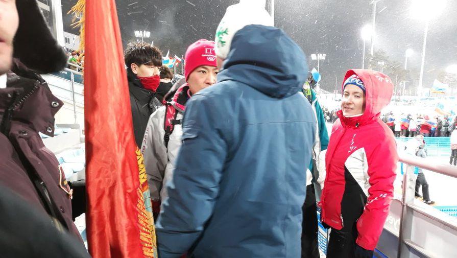 На Олимпиаде российских болельщиков с красным флагом с изображением Ленина выдворили со стадиона