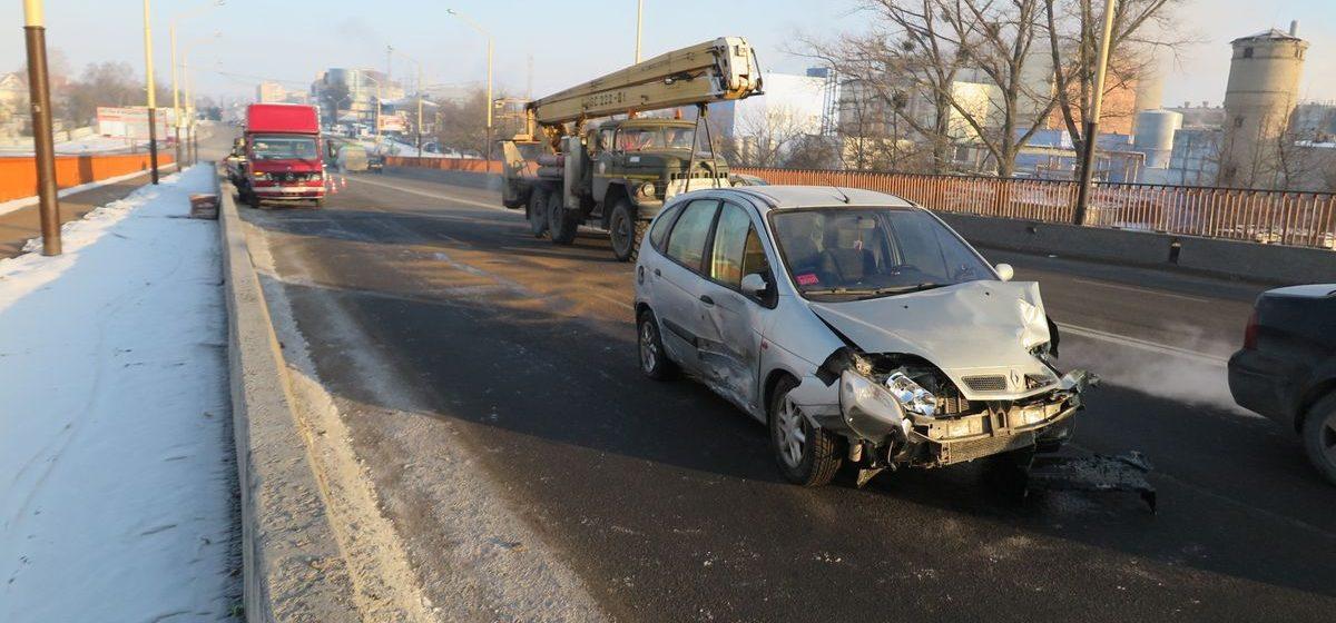Появилось видео аварии на путепроводе на улице Советской в Барановичах