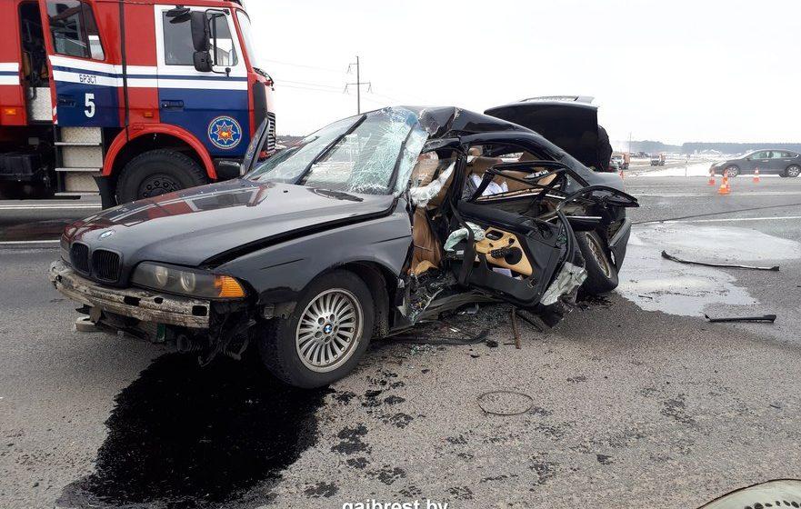 Под Брестом BMW столкнулась с грузовиком – погибла женщина-водитель