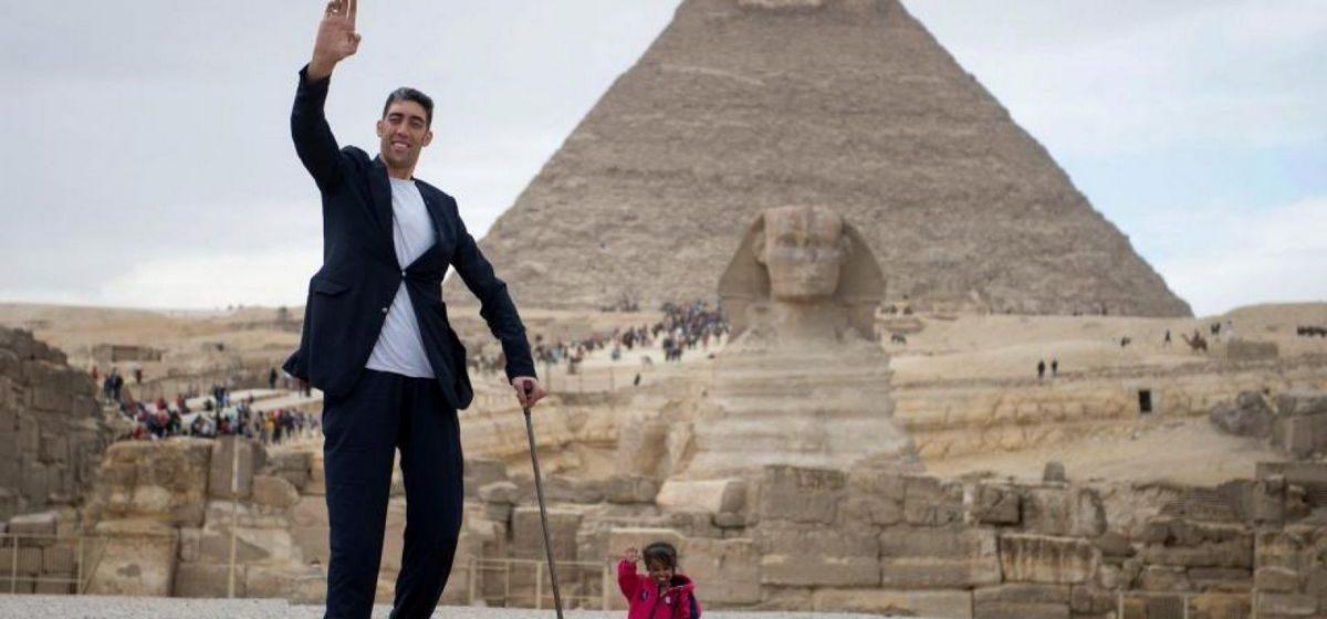 Как выглядят самый высокий и самый низкий человек в мире (видео)