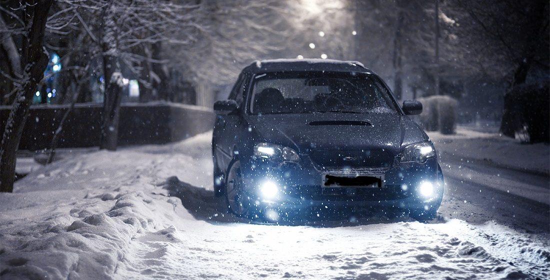В Славгороде водитель оставил замерзать на снегу двух пьяных пассажиров