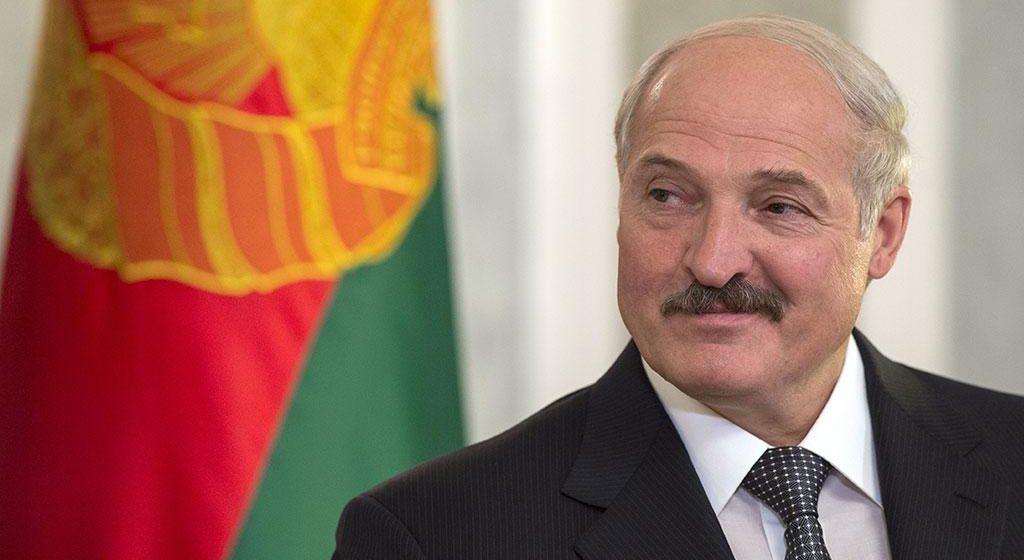 Лукашенко подарил Молдове два «МАЗа» и пять тракторов «МТЗ-82»