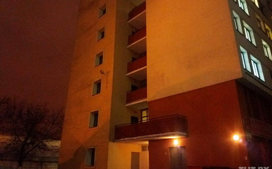 С балкона общежития БГУ упал 22-летний парень и разбился насмерть