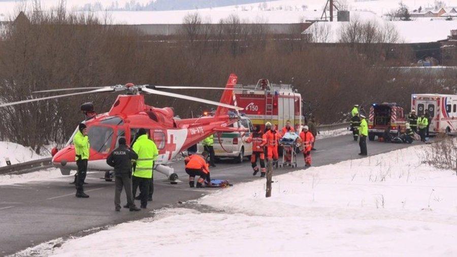 В Словакии Opel Astra врезался в группу детей, 12 человек получили ранения