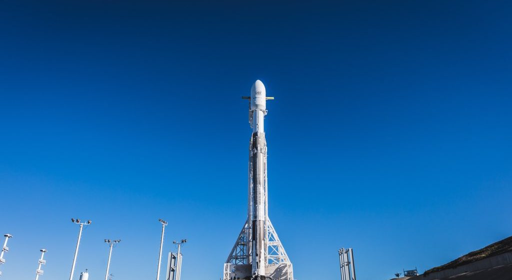 SpaceX запустила ракету со спутниками для раздачи «всемирного интернета» (онлайн трансляция)