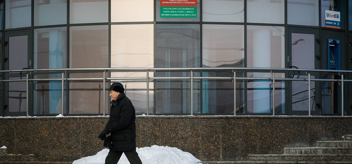 По состоянию на 12.00 на выборах депутатов проголосовали 45% избирателей