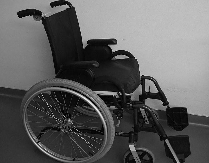 В Барановичах из больницы угнали кресло-коляску