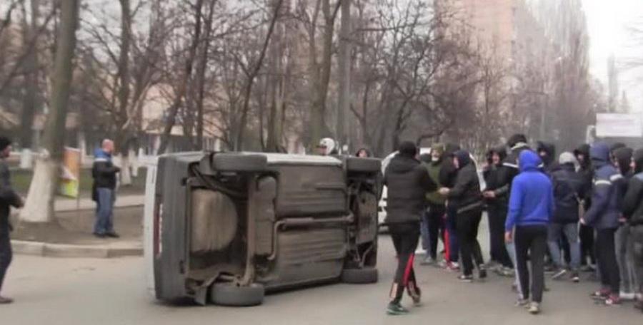 В Берестовицком районе компания парней ради шутки перевернула чужой автомобиль