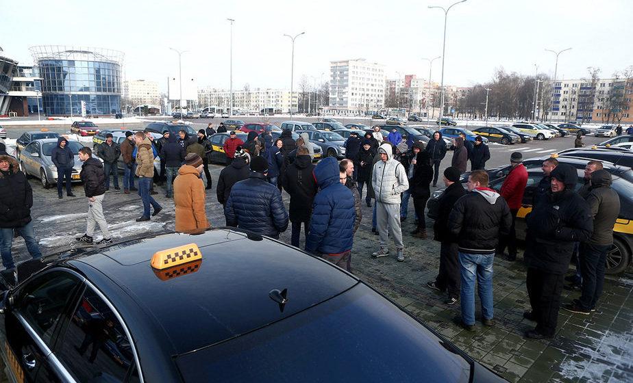 В Минске бастуют водители такси «135», недовольные новыми тарифами компании