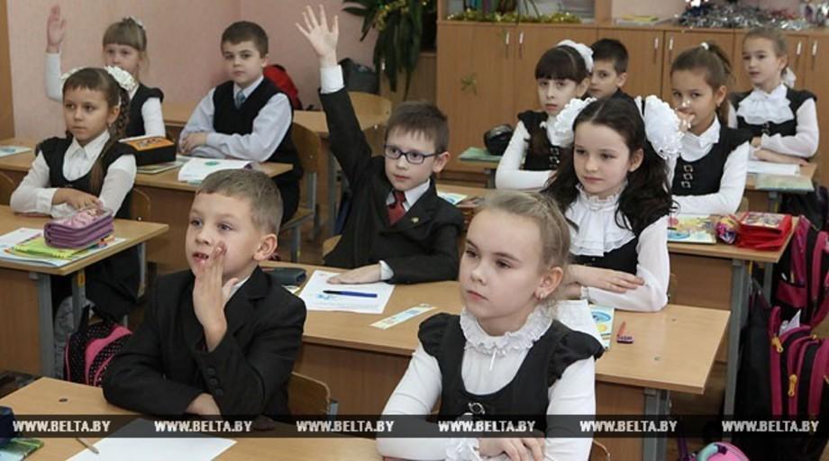 Лукашенко против того, чтобы нагрузка на школьников была как для студентов