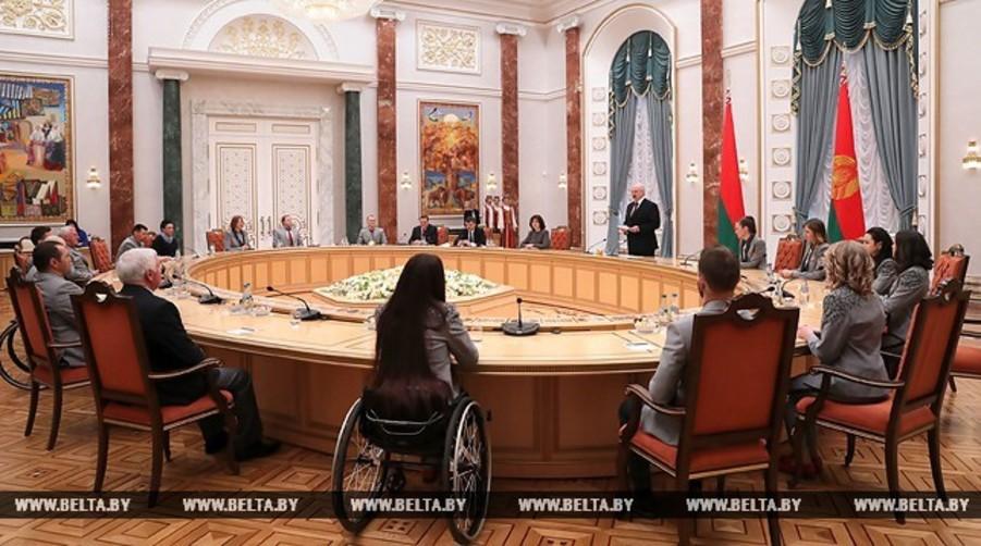 Лукашенко о финансировании спорта: Никаких дурных денег не будет, но за результат заплатим