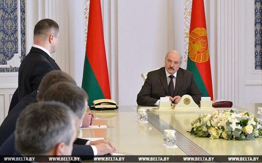 Лукашенко: «Власть растопыренными пальцами никто не держит, власть должна быть в одном кулаке»