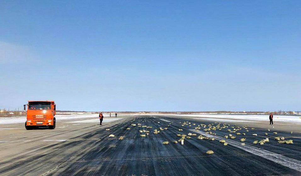 В Якутске из взлетавшего самолета посыпались золото и бриллианты