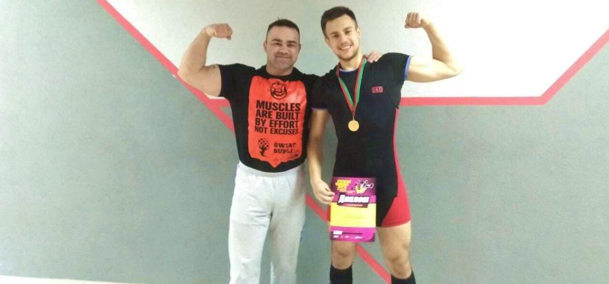 Учащийся барановичского колледжа одержал победу на чемпионате Бреста по пауэрлифтингу