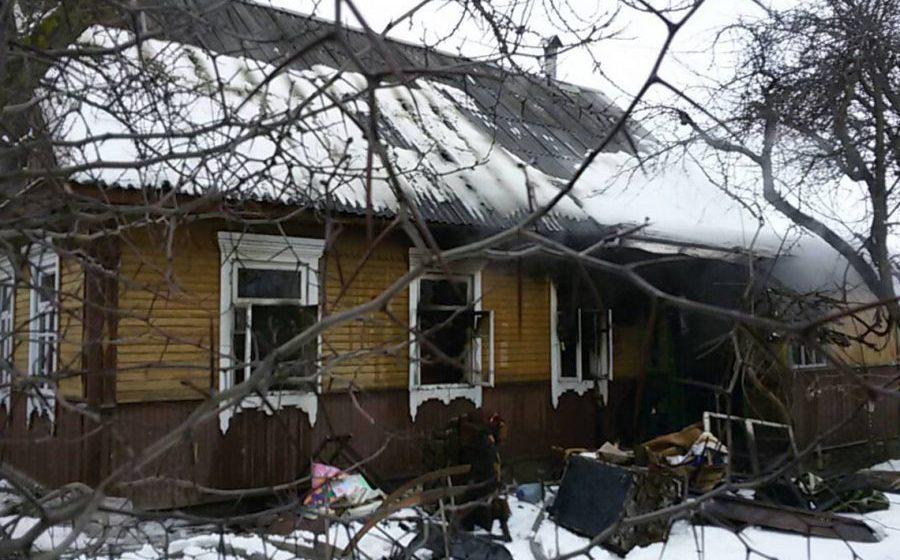 В Слуцке на пожаре, который начался из-за свечки, стоящей возле покойника, погибла бабушка