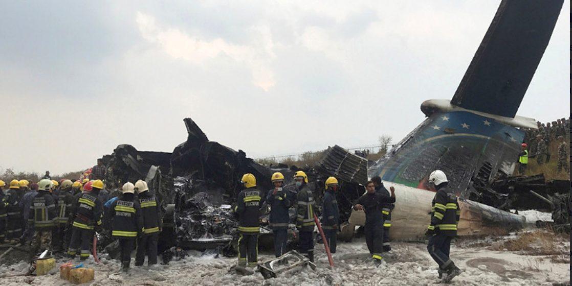 В Непале разбился пассажирский самолет. Погибли не меньше 50 человек (видео)