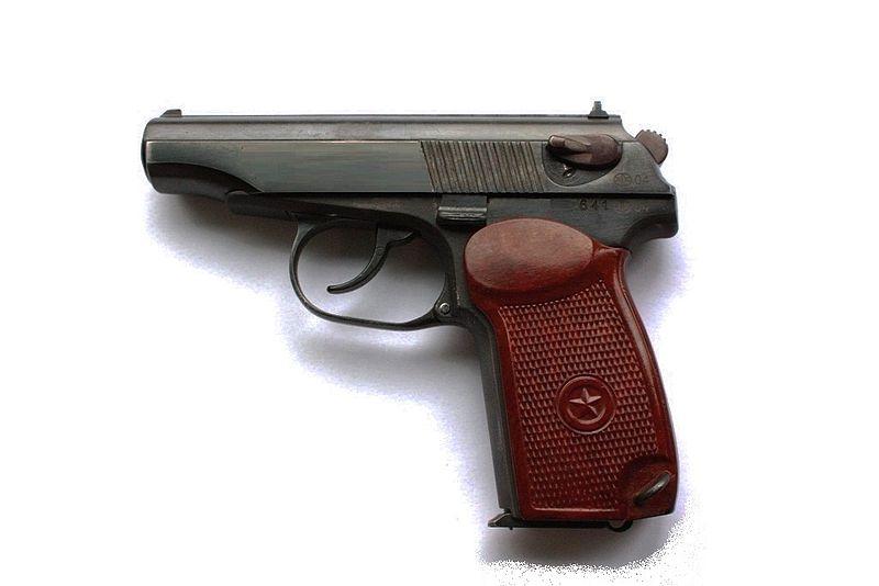 В Барановичах пенсионер принес в милицию газовый пистолет, который нашел на мусорке