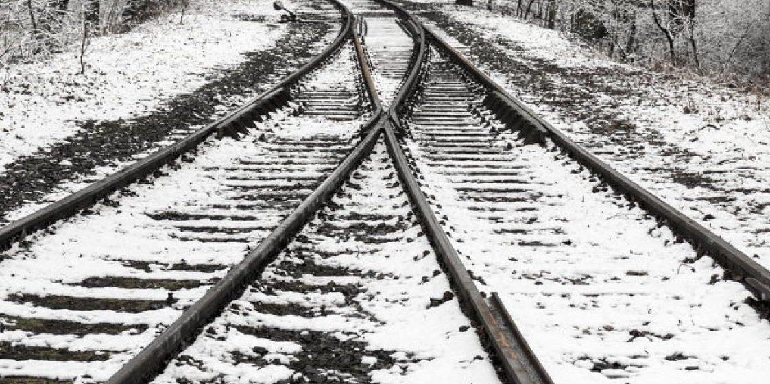 В Гомельском районе 21-летний парень положил голову на рельсы перед поездом Минск — Гомель