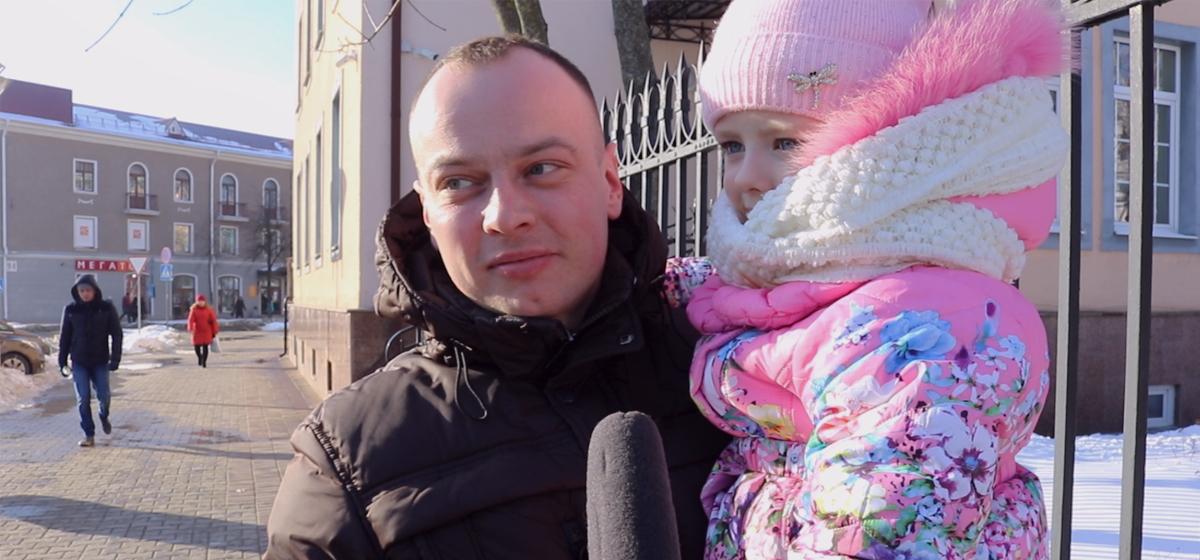 Видеоопрос: Барановичские мужчины поздравляют своих любимых женщин с 8 Марта
