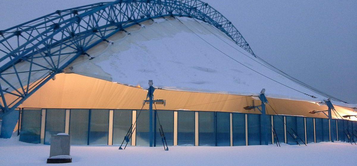 В Гомеле с кровли катка рухнул снег: пятеро пострадавших