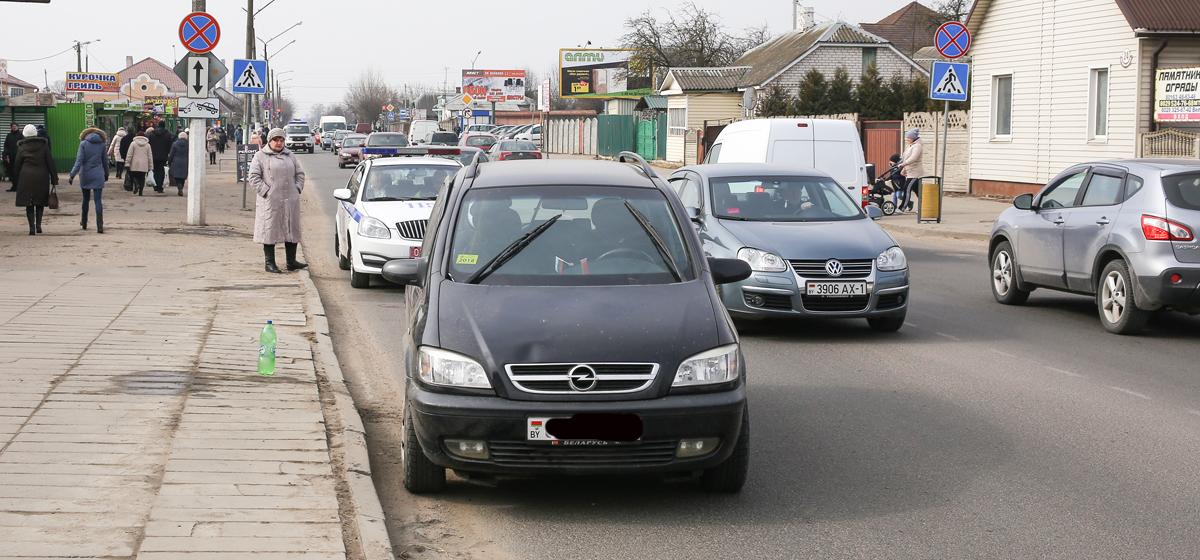 В Барановичах на пешеходном переходе автомобиль сбил девушку. Ее отвезли в больницу