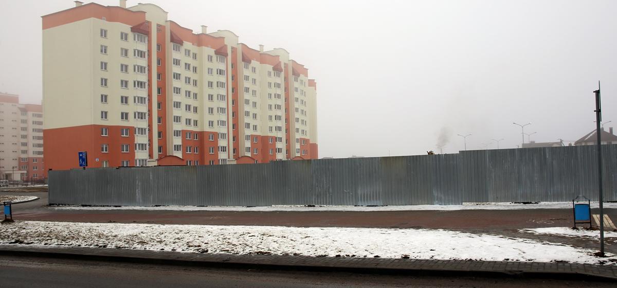Фотофакт. В Барановичах строят новый магазин