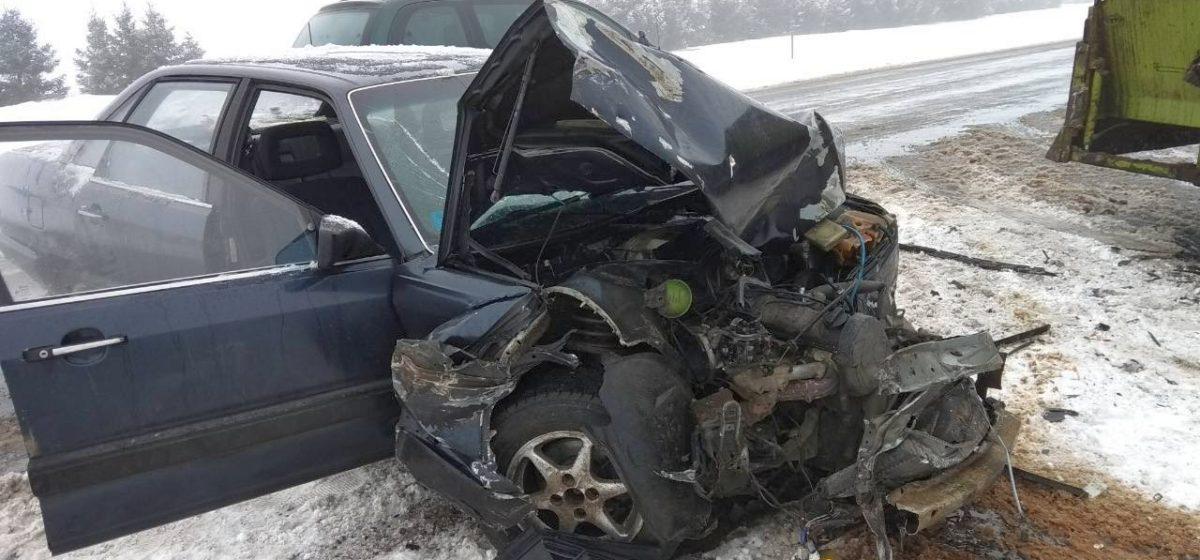 Под Ляховичами автомобиль, в котором ехала барановичская семья, врезался в трактор с кормораздатчиком