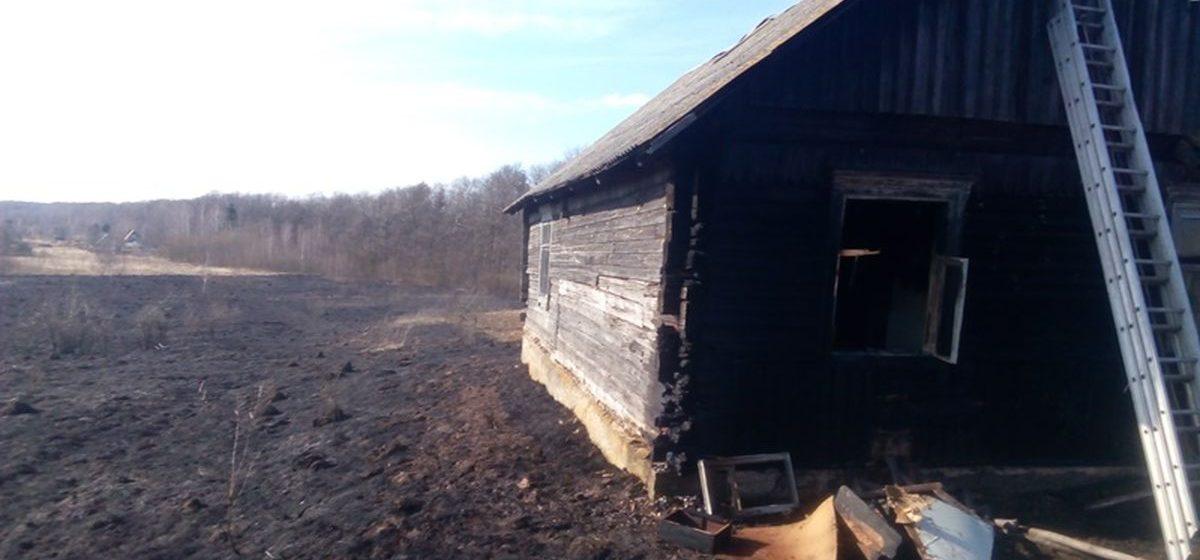 В Барановичском районе горел нежилой дом. Возможен поджог