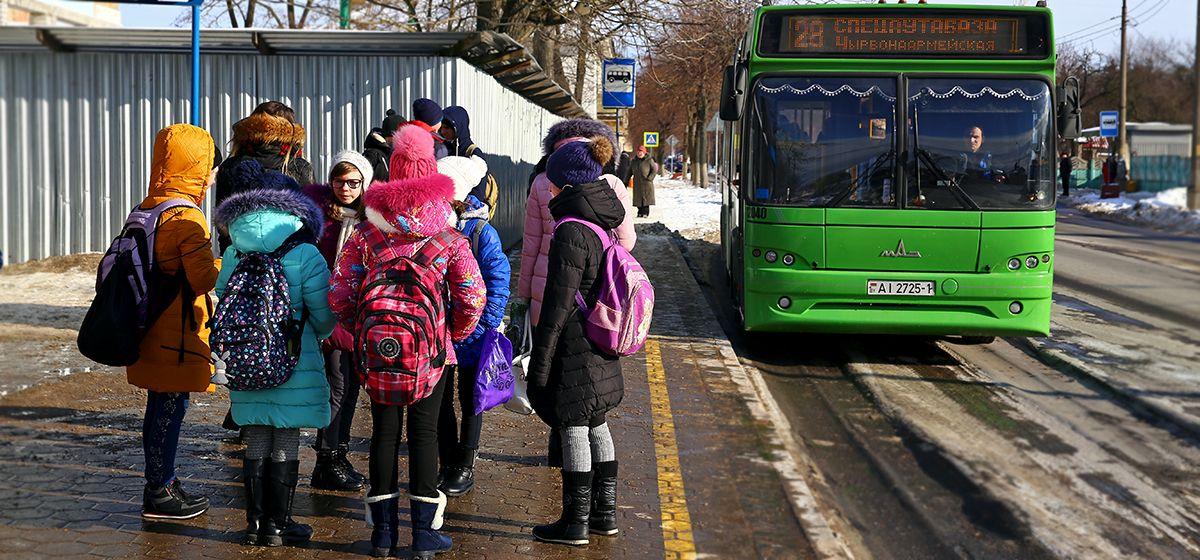 Барановичских школьников полностью освободили от платы за проезд в городских автобусах