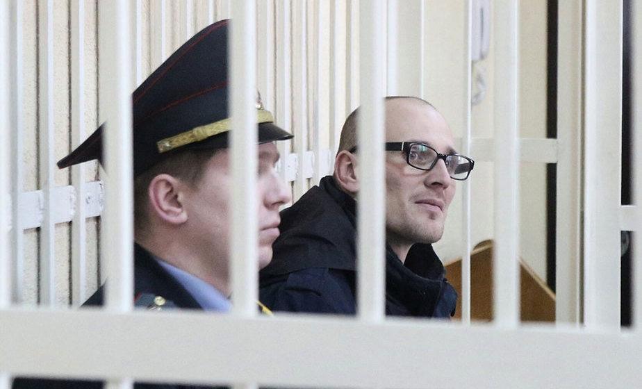 Мужчину, который в Минске отбивал демонстрантов у милиционеров в штатском, осудили на три года колонии