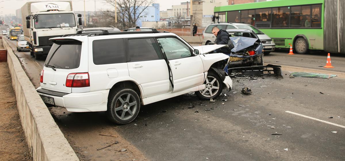 В Барановичах на путепроводе в тройном ДТП пострадал пассажир