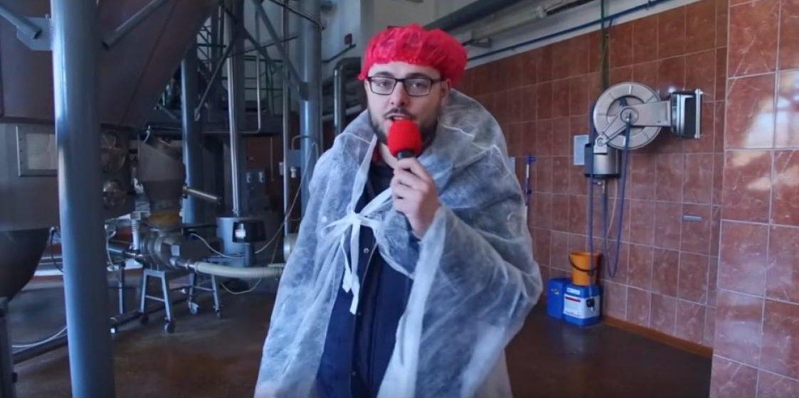 Блогер снял видео, как работает белорусская молочка, которое задизлайкали российские боты