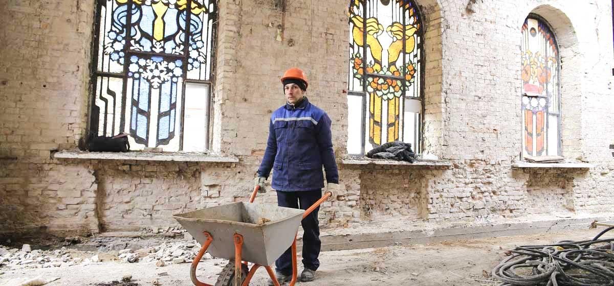 Уникальные витражи после реконструкции вокзала «Барановичи-Полесские» могут просто исчезнуть