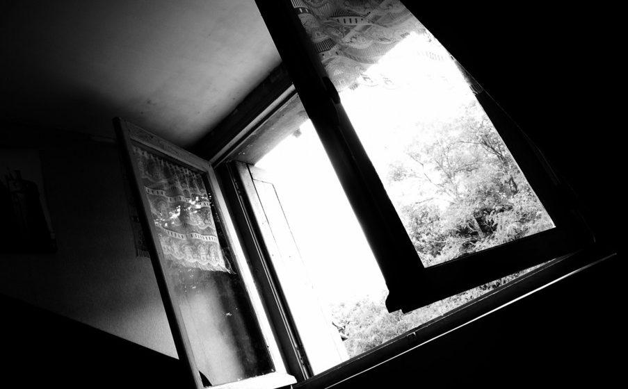 В Минске мужчина выпал из окна 9-го этажа