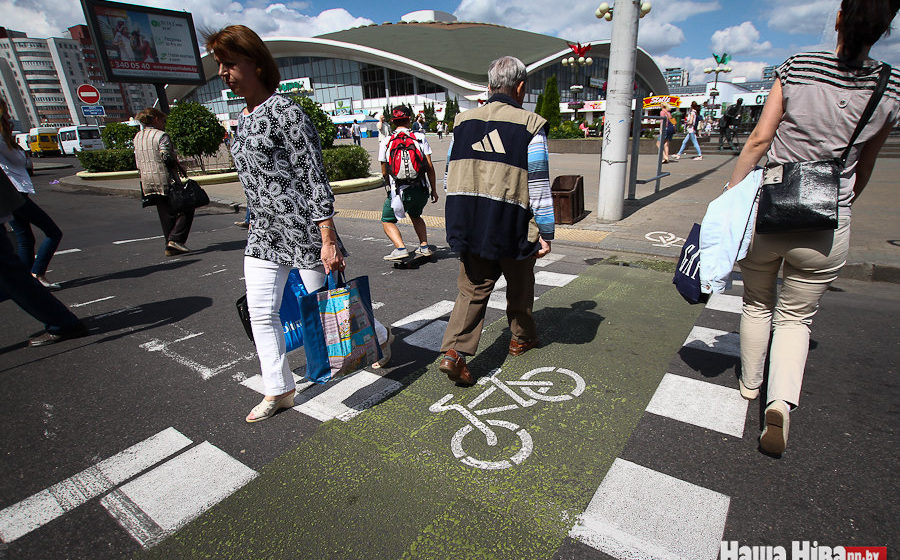 Почему на белорусских дорогах разметка держится полгода, а на европейских — годами?