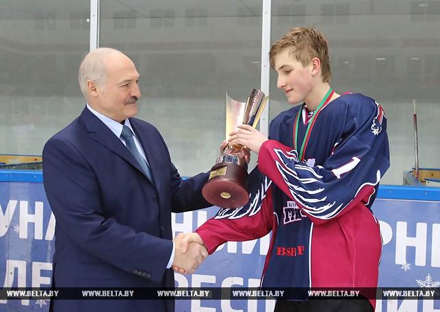 «Наша надежда» Коля Лукашенко: лучший хоккейный бомбардир через месяц после «бронзы» в биатлоне