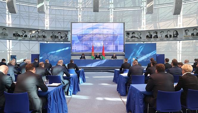 Лукашенко о ситуации в различных зимних видах спорта: «От позора хочется спрятаться под веник»