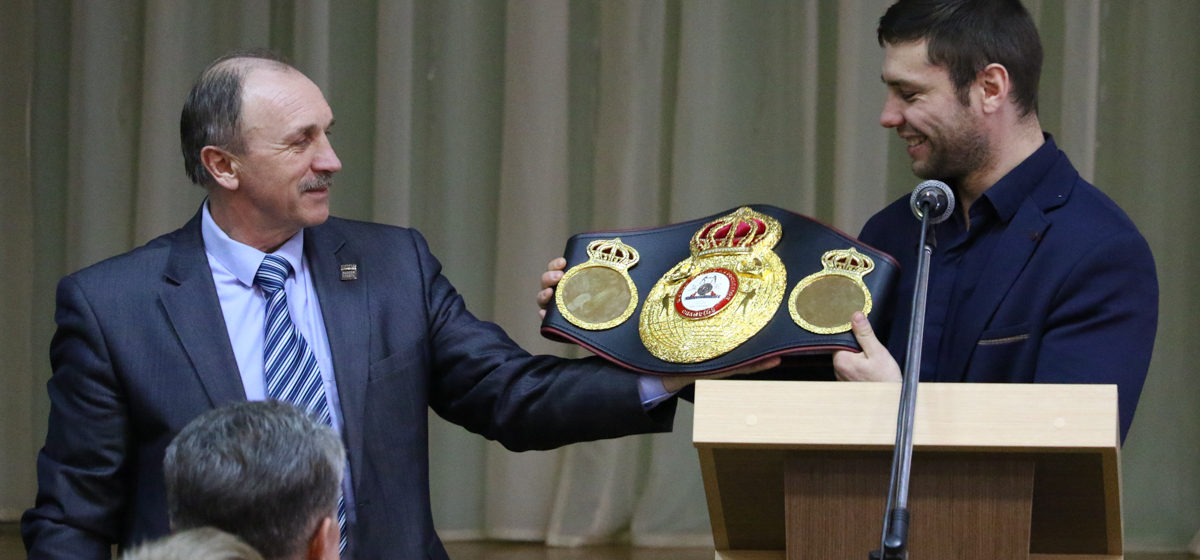 Звание заслуженного тренера присвоил Лукашенко директору спортивной школы в Барановичах