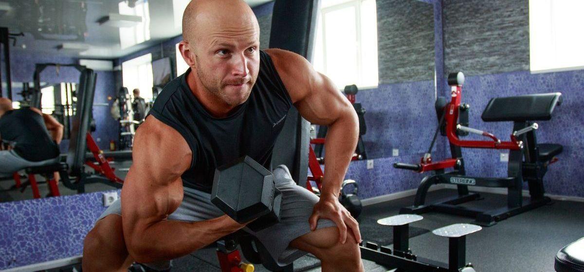 Чемпион страны по бодибилдингу из Барановичей рассказал, как готовился к соревнованиям и почему не тренируется самостоятельно