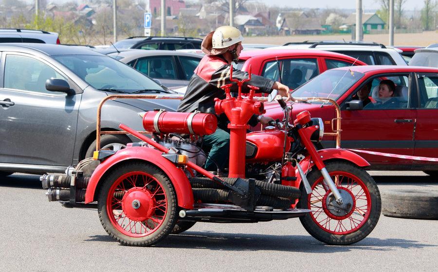Барановичские спасатели отреставрировали пожарный мотоцикл «Днепр П 156»