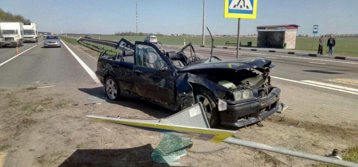 Недалеко от Бреста столкнулись автомобили «МАЗ», «ВАЗ» и«БМВ». Один из водителей погиб
