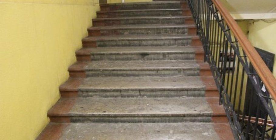 В Гродно мужчина столкнул с лестницы шумного соседа, а тот погиб