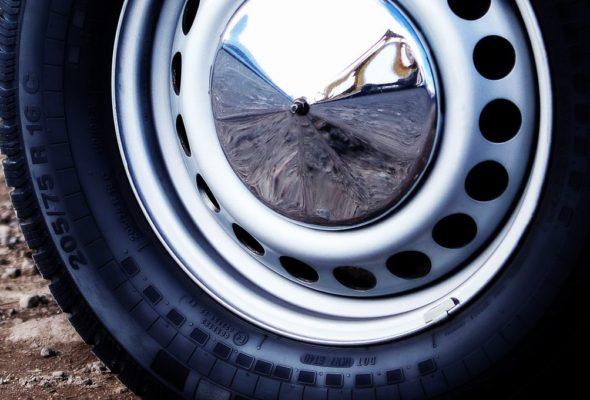 Автомобильные шины и диски. Когда стоит выбирать штампованные диски?