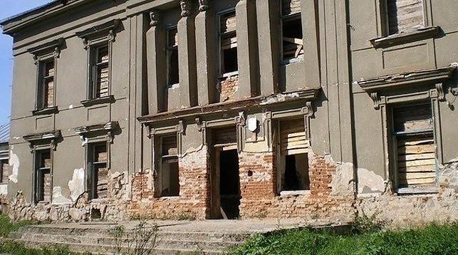 Комиссия райисполкома побывала на месте обрушения стен дворца Радзивиллов и сообщила, что будет с ним дальше