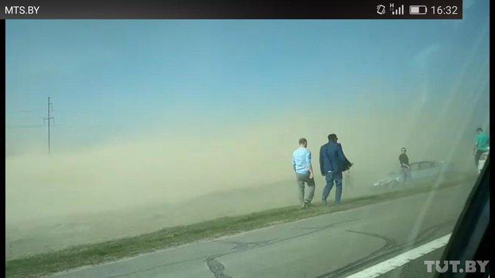 Водители сообщают о песчаной буре на трассе М1 между Барановичами и Дзержинском